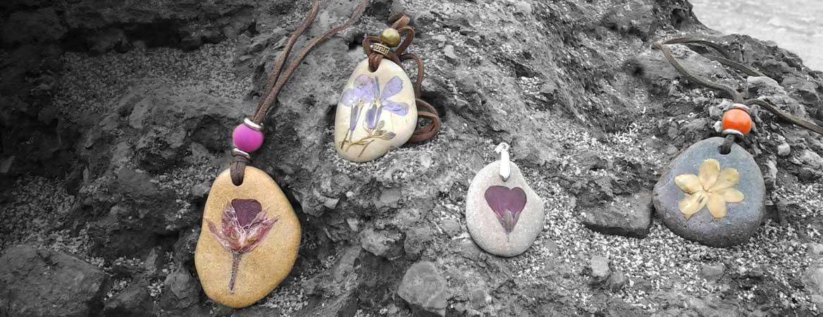 Collares-Arte25-piedras-y-flor-natural-prensada
