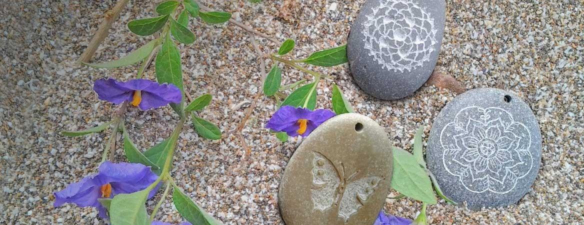 Collares-Arte25-piedras-grabadas-artesanalmente